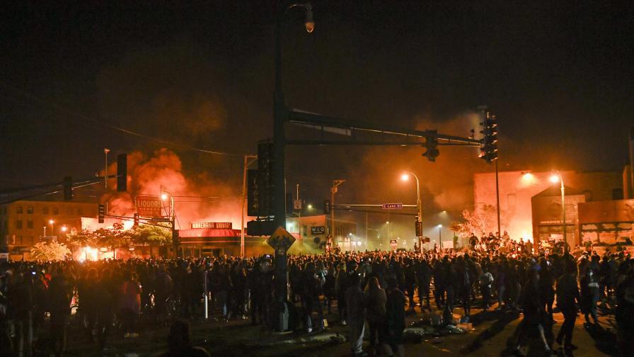 Бунтове и погром в САЩ, пратиха национална гвардия