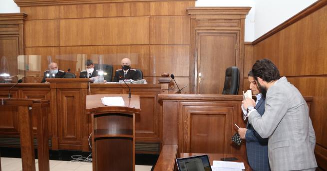 България Служителя от НСО, обвинен за група за убийства, остава