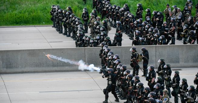 Свят Расисти ли са полицаите в САЩ? САЩ са обхванати