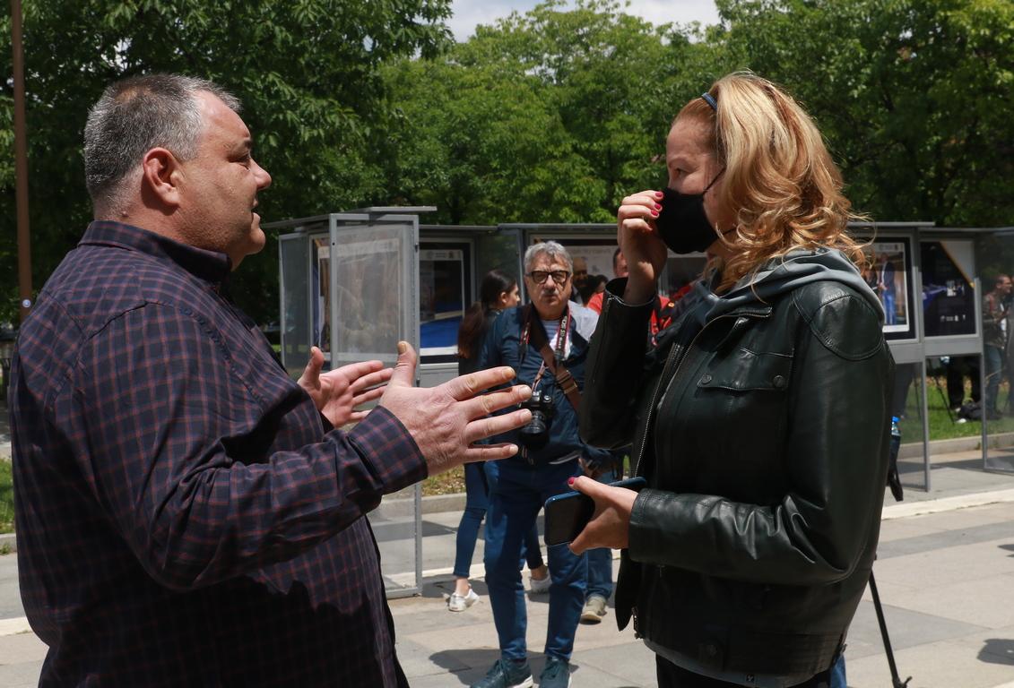 <p>В краткото си емоционално слово фотографът Иван Йочев благодари на всички гости за добрите думи и интереса към изложбата.</p>  <p>&nbsp;</p>