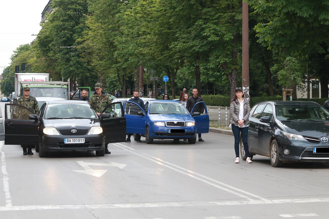 <p>Граждани почетоха с едноминутно мълчание паметта на Ботев и загиналите за свободата на България</p>