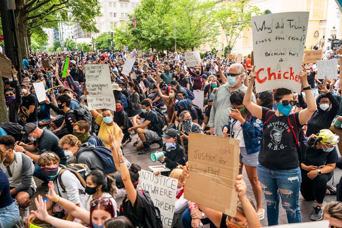 <p>Тълпи се събират в Хюстън, Тексас, за мирен поход със семейството на Джордж Флойд; очакват се до 20 000 души, твърдят местни медии.</p>
