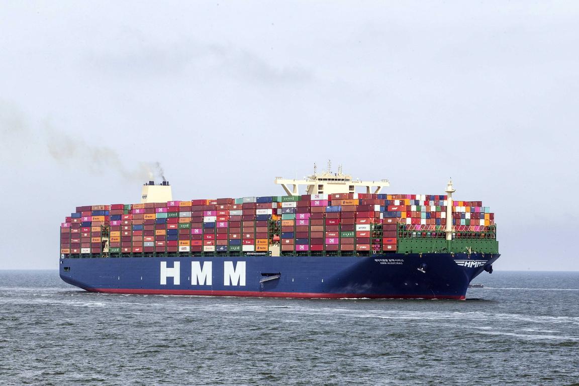 <p>Корабът може да превози 400 контейнера повече от предишния най-голям до сега в света контейнеровоз</p>