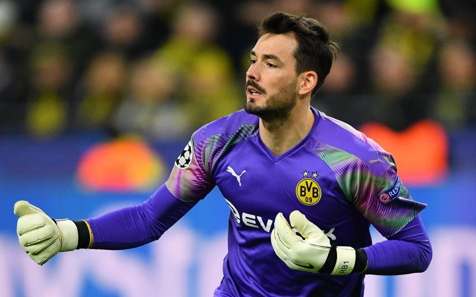 Борусия Дортмунд е предложил нов договор на вратаря Роман Бюрки,
