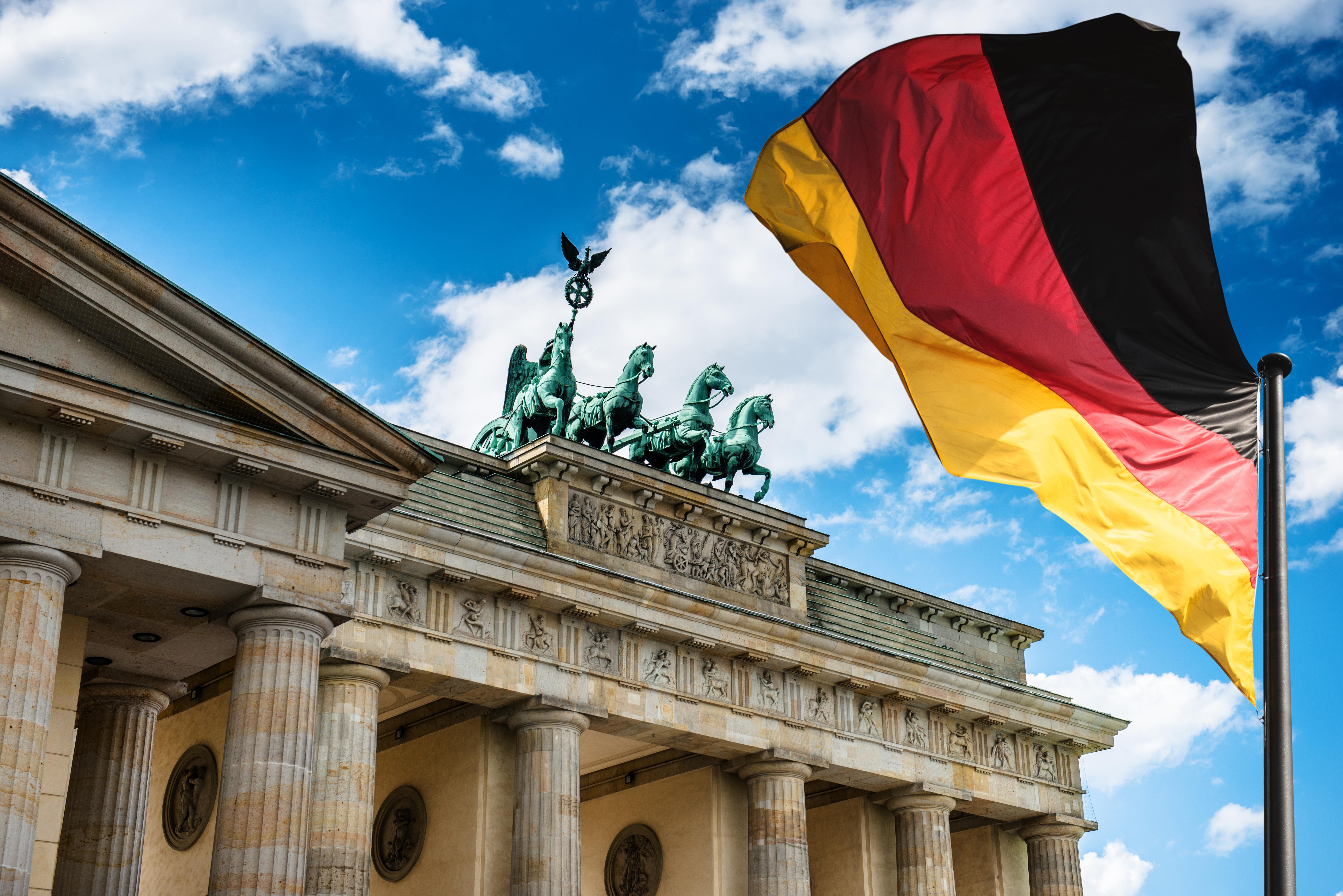 <p><strong>Германия</strong></p>  <p>Все още баровете в Германия са затворени, но ресторантите отвориха врати на 18 май. От 29 май хотелите също приемат гости. &nbsp;Германският външен министър Хайко Маас съобщи, че възнамерява да премахне ограниченията за страните от ЕС от 15 юни.</p>