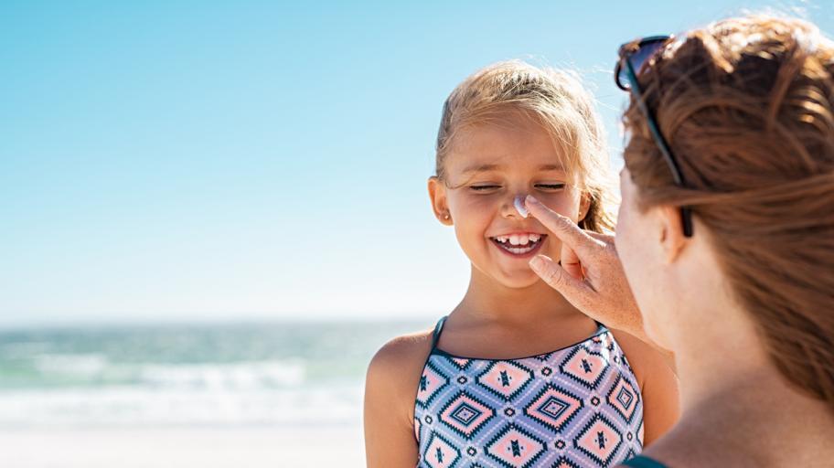 Пазете децата през лятото – в големи дози слънцето разболява