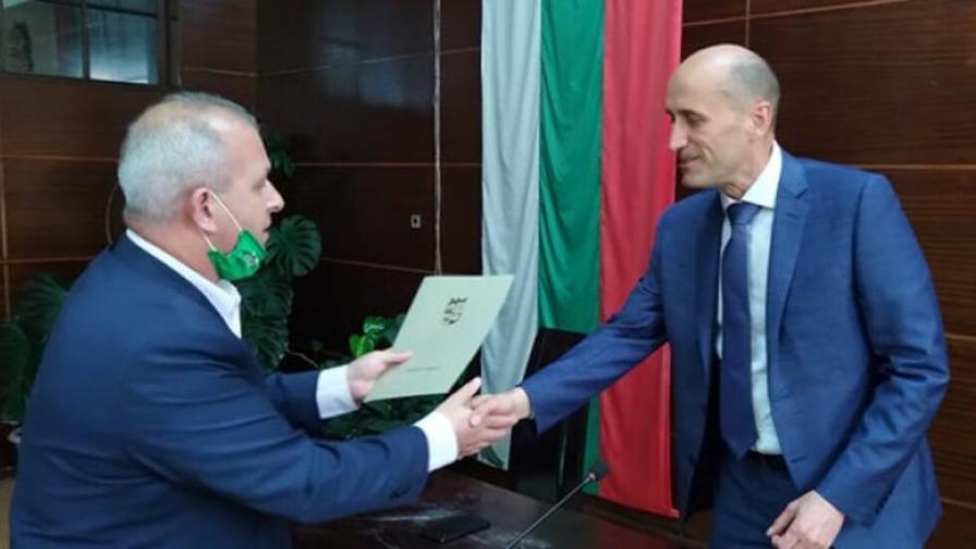 Кметът на Пещера изпрати благодарствени писма и плакети на братя Домусчиеви
