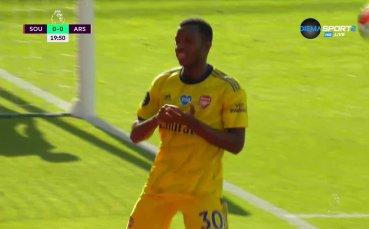 Арсенал поведе на Саутхемптън след безумна грешка на вратаря