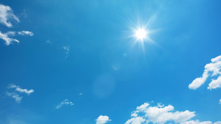 Топло и слънчево време днес, спират ли валежите