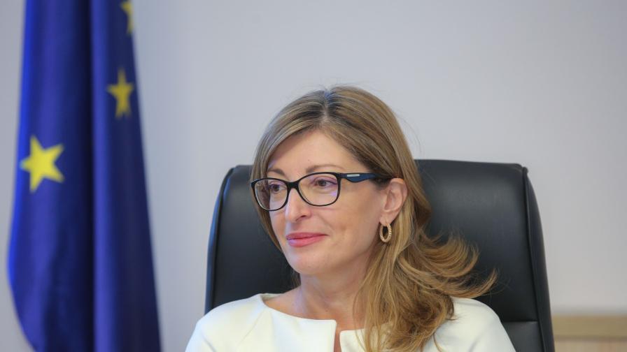 Захариева: Наблюдаваме надигащи се вълни на антисемитизъм и език на омразата