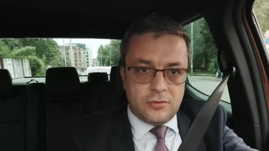 Биков: Защо Узунов се занимава с посланици?