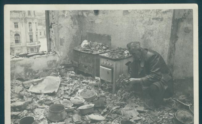 Константин Щъркелов сред руините на изгорелия си дом след бомбардировките над София. 30 март 1944 г.