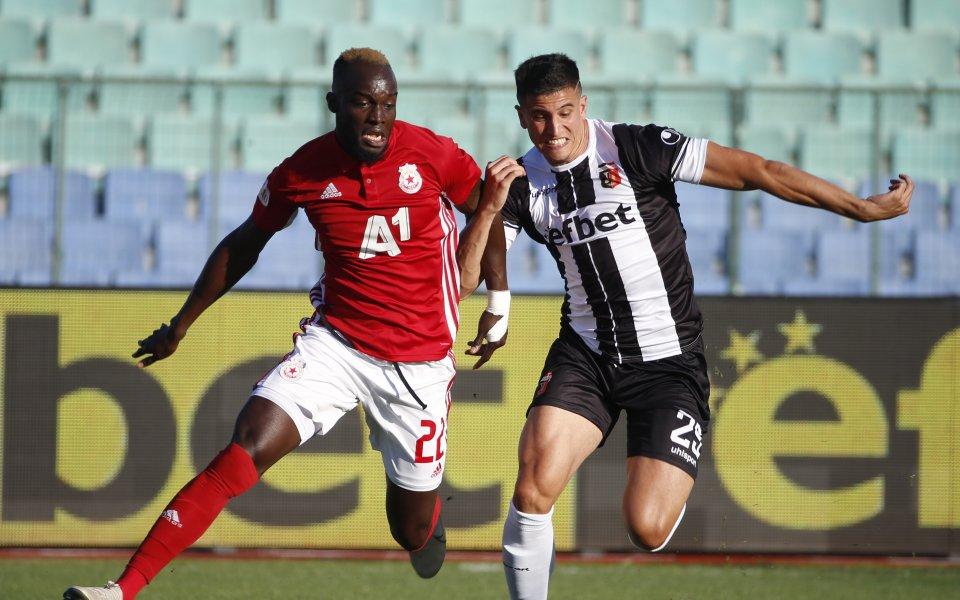 Защитникът на Локомотив Пловдив - Лукас Масоеро, се е оплакал