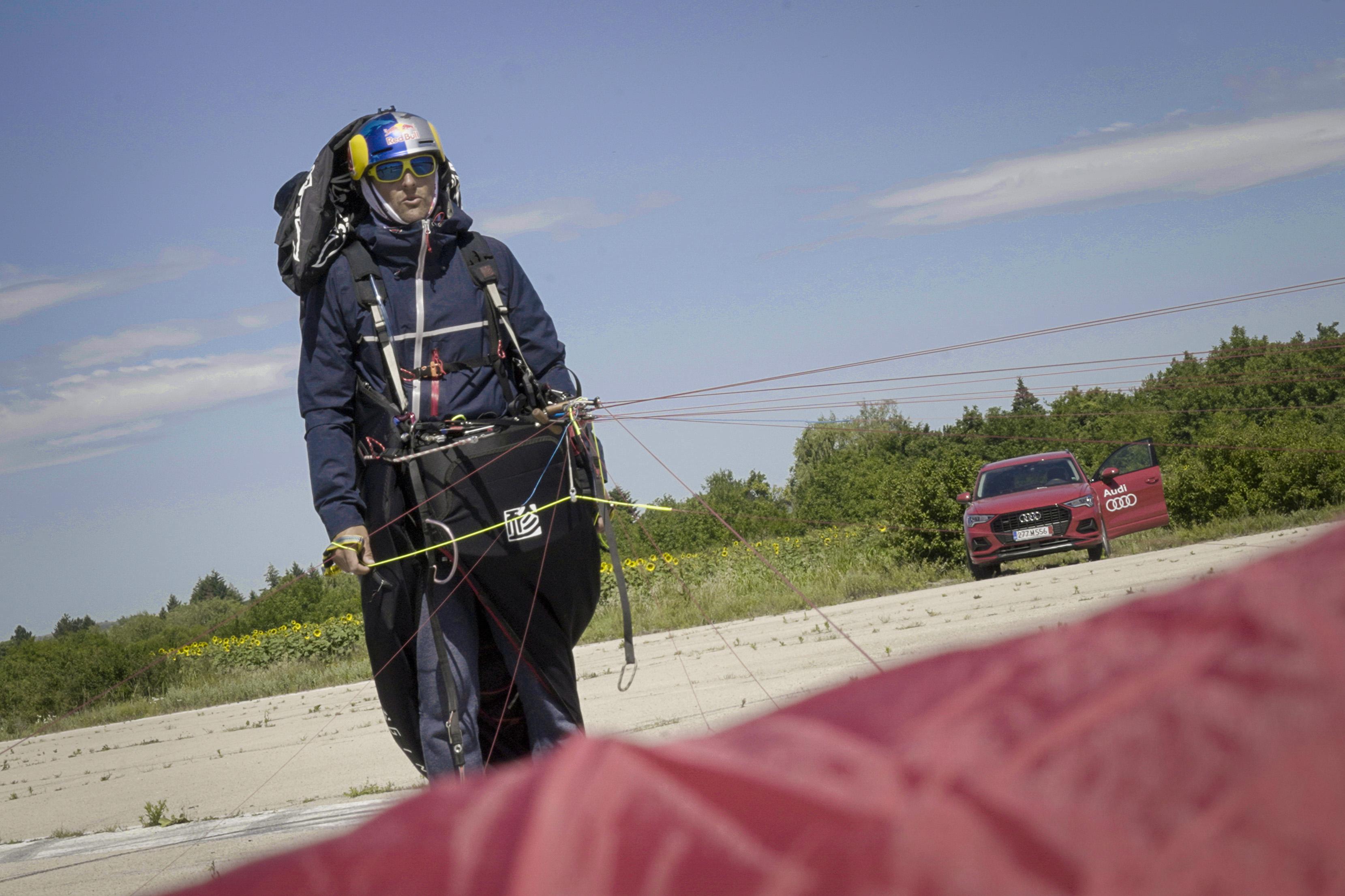 <p>По време на състезанието Air and Water Need Good Wings парапланеристът Весо Овчаров срещна трудности със силния вятър и спря след малко повече от 137 км. Той определя деня като &ldquo;невероятна борба&rdquo;.</p>