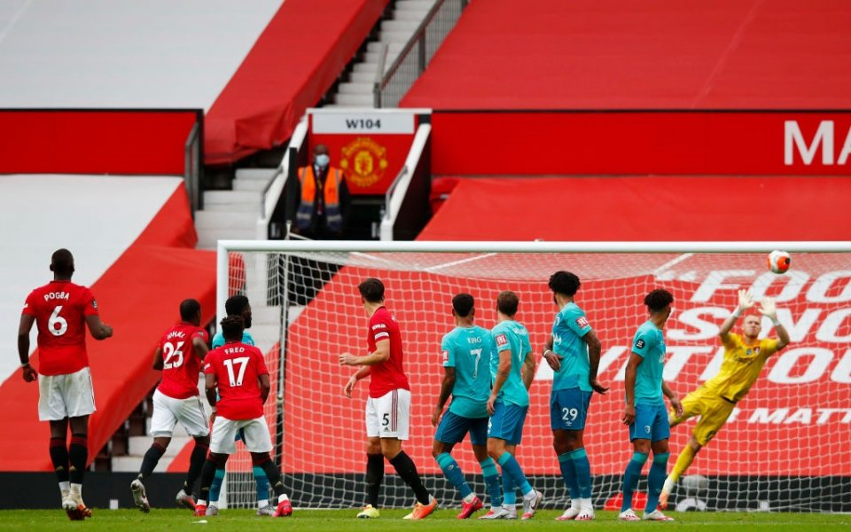 Манчестър Юнайтед излезе на четвърто място във временното класиране на