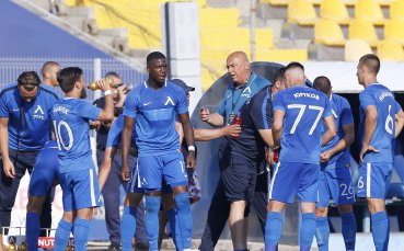 Сираков обещал на футболистите, че ще си получат заслуженото