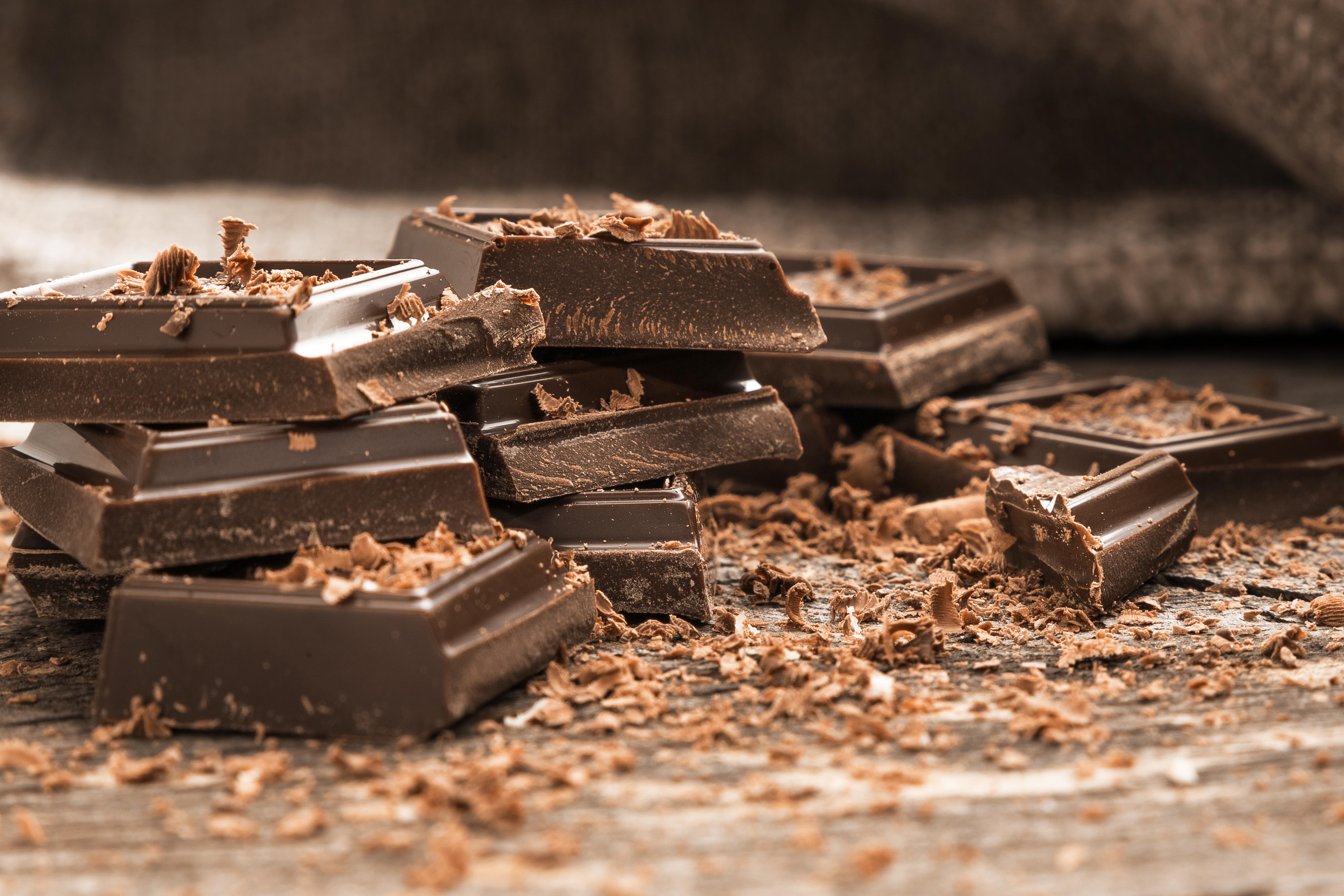 <p><strong>2. Кога хората започват да консумират шоколад в твърда форма, а не само в течна?</strong></p>  <p>Б) Около 1850 - 1860 г.&nbsp;<br /> &nbsp;</p>