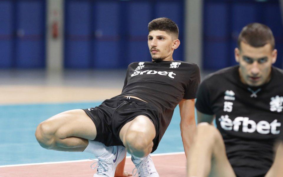 Националът Георги Сеганов е с положителна проба за Covid-19. Разпределителят