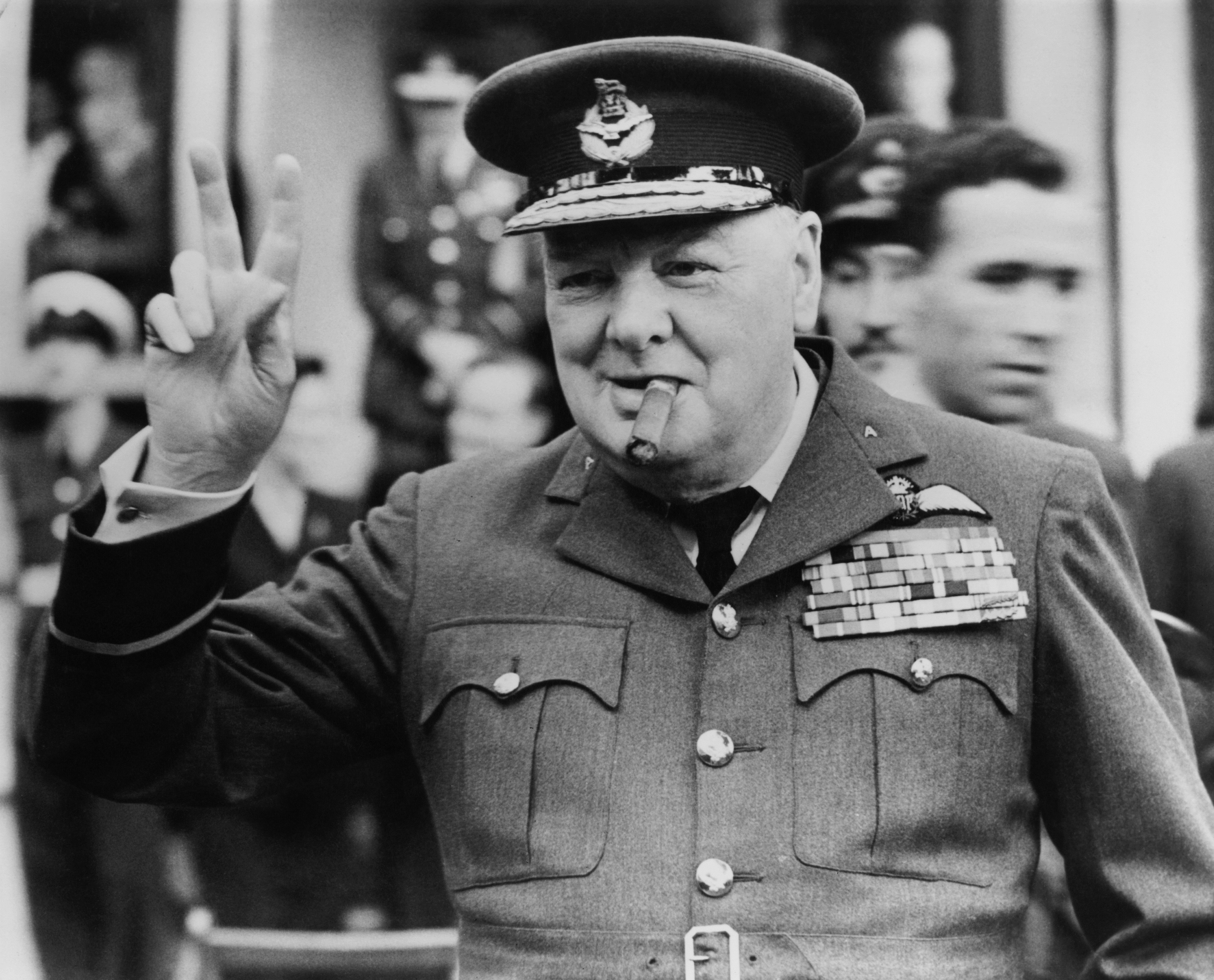<p><strong>Уинстън Чърчил за религията и расата</strong></p>  <p>&bdquo;Отделните мюсюлмани могат да проявят великолепни качества. Хиляди &ndash; стават смели и верни войници на кралицата, всички те знаят как да умират. Но влиянието на религията парализира социалното развитие на онези които я следват. В света няма по-силна ретроградна сила&rdquo;.</p>