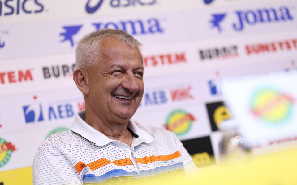 Собственикът на Локомотив Пловдив Христо Крушарскизаяви на пресконференция в Пресклуб