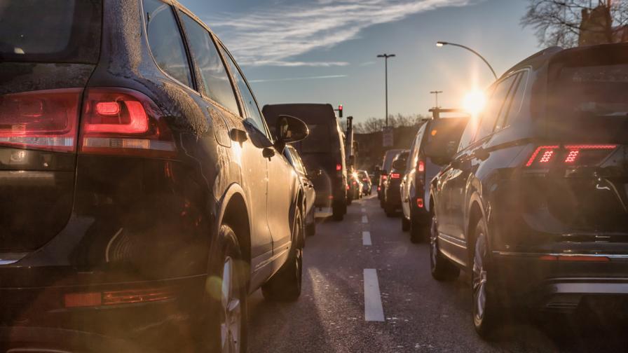 Близо половин милион коли са излезли от София