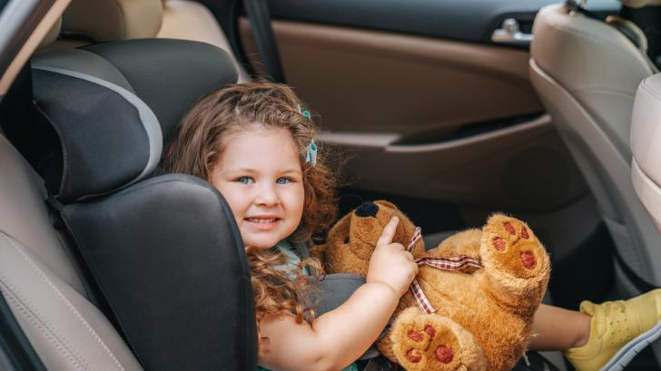 На детето му прилошава по време на пътуване? Ето как да се справите