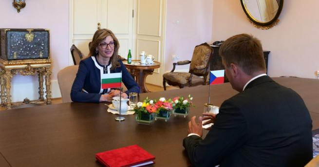 България Захариева: Да не допускаме отново затварянето на граници вътре