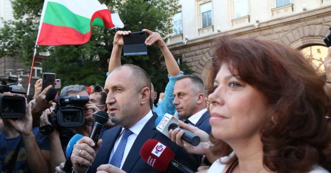 България Радев пред протестиращите: България не е собственост на олигарсите