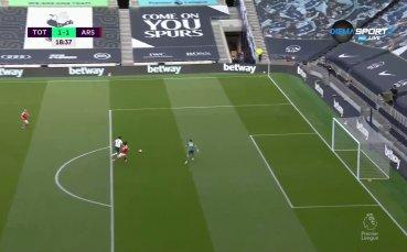 Фарс след фарс в отбраната на Арсенал - Тотнъм изравни