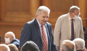 Нинова: Паунов потвърди за разговора с Божков, напуска ПГ