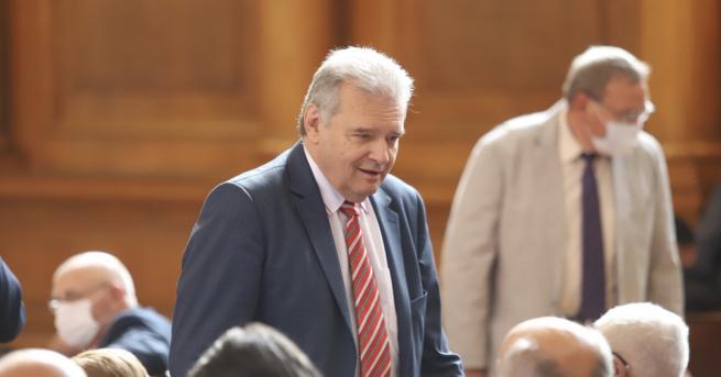 България Нинова: Паунов потвърди разговора, напуска ПГ на
