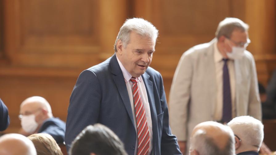 <p>Нинова: Паунов потвърди за разговора с Божков, напуска ПГ</p>