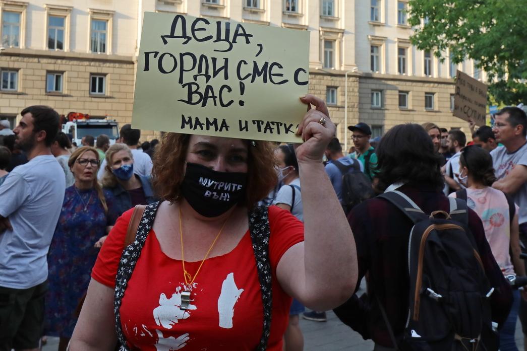 <p>Осма вечер на антиправителствени протести в София</p>