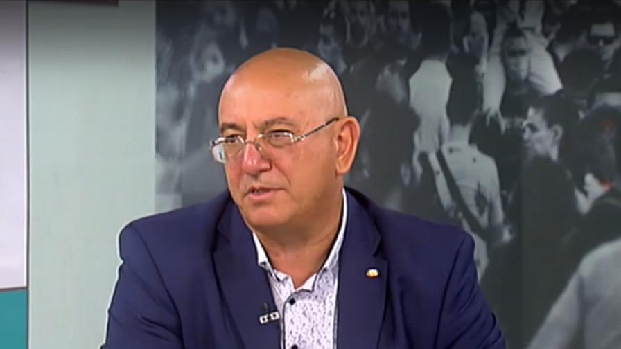 <p>Димитров за Радев: Би се тълкувало като измяна</p>