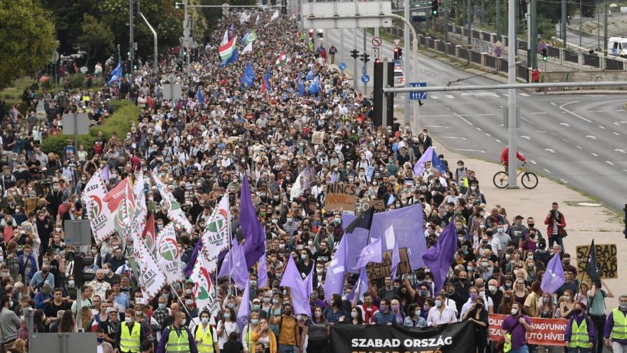 <p>Защо протестират в Унгария</p>