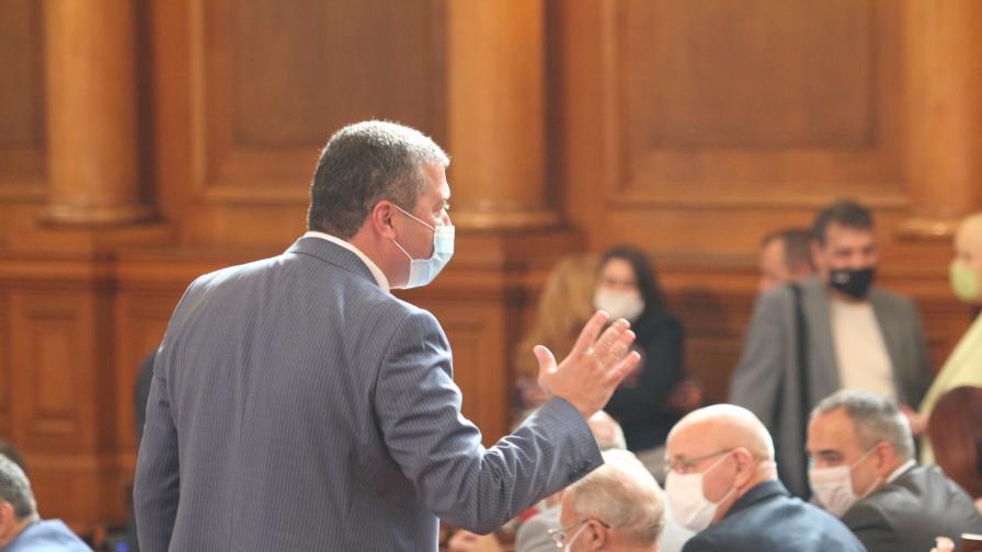 Скандал в парламента, от БСП напуснаха залата