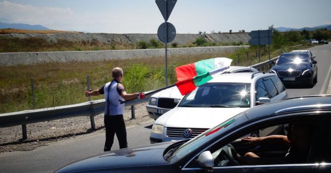 България Протестиращи блокираха Е-79 край Благоевград На кръговото има поне