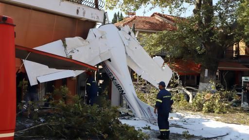 Самолет се разби в сграда близо до гръцкия град Серес