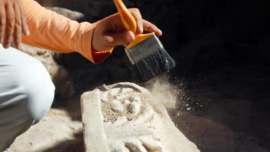 """Археолог твърди, че е открил """"лицето на Бога"""""""