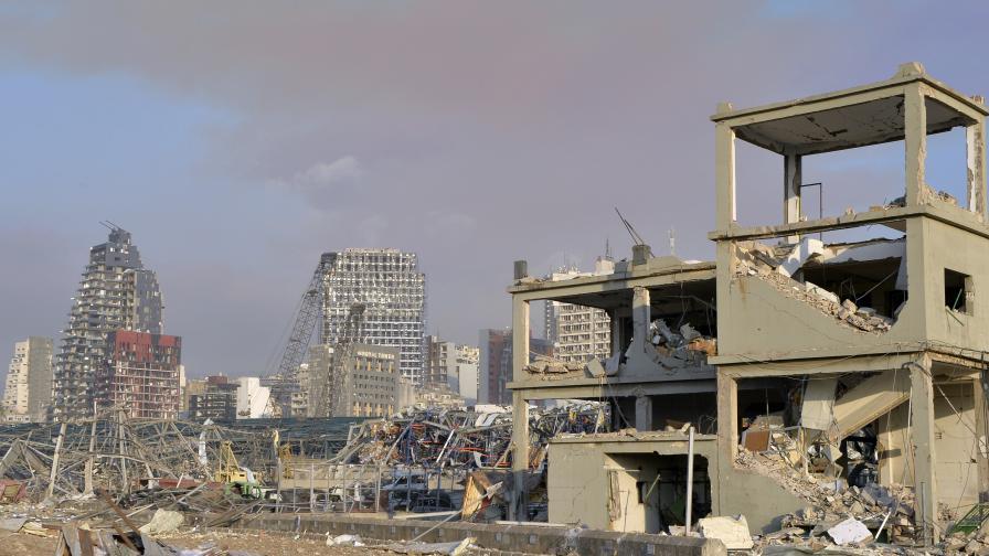 Ужасяващи разрушения след експлозиите в...