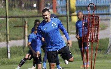 Валери Божинов вече тренира с Левски