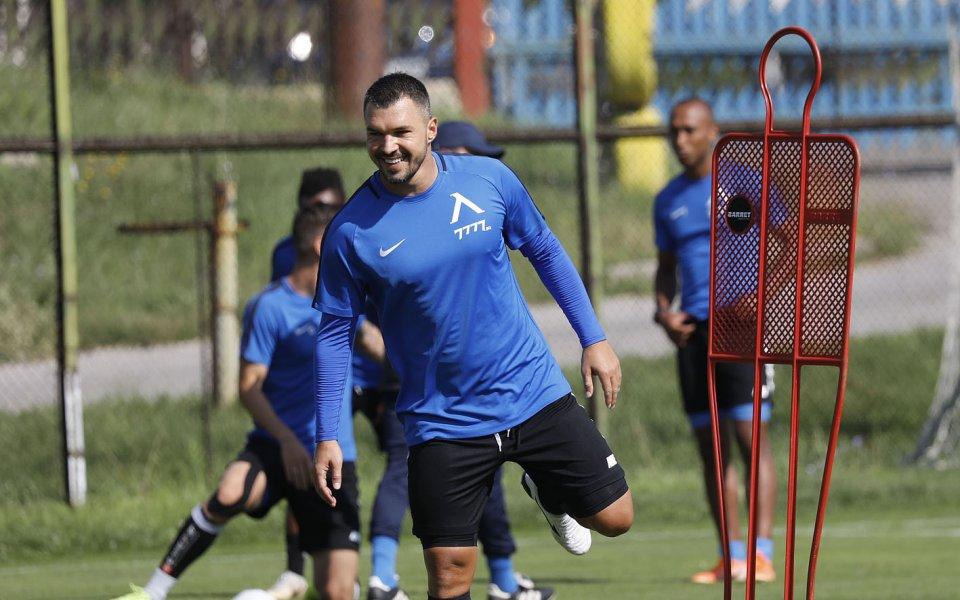 Трениращият с Левски нападател - Валери Божинов, евентуално може да