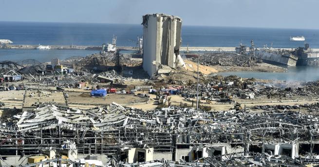 """Свят Ливан проучва възможна външна намеса за взривовете """"Причината все"""