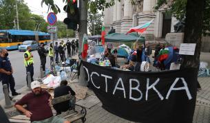 Ескалация: Разрушиха палатковия лагер пред Ректората