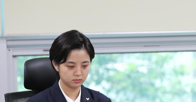 Любопитно Депутатка с къса рокля взриви духовете в корейския парламент