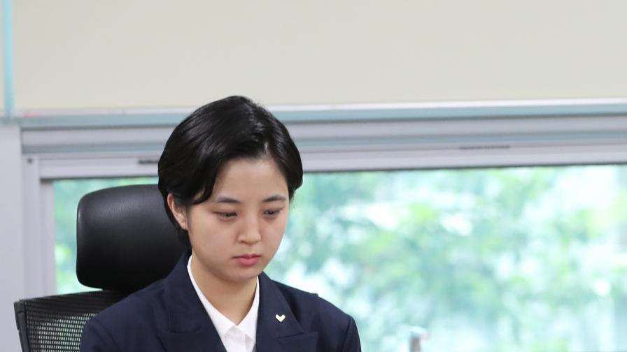 Депутатка с къса рокля взриви духовете в корейския парламент