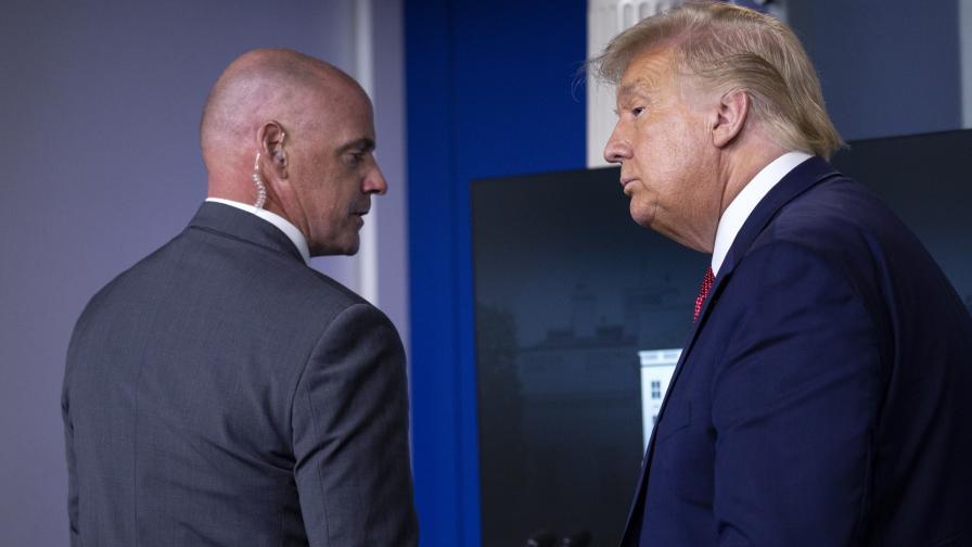 <p>Стрелба край Белия дом, Тръмп изведен по време на пресконференция</p>