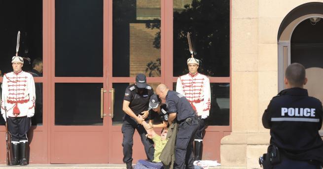 България МВР: Жена се опита да нахлуе в сградата на