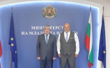 Кралев се срещна с посланика на Русия