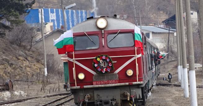 България Пътнически влак се удари в скали От съображения за